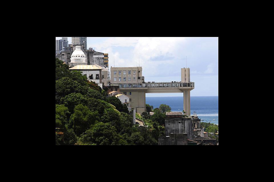 Simbolo della città, l'ascensore Lacerda fu inaugurato nel 1930. Sulla sommità, si gode uno splendido panorama sulla baia de Todos os Santos.