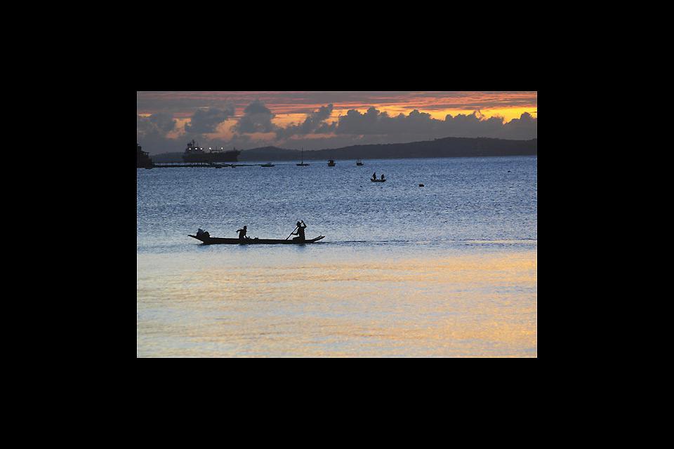 La journée s'achève par une croisière au coucher du soleil sur la baie de tous les Saints en savourant une délicieuse caïpirinha !