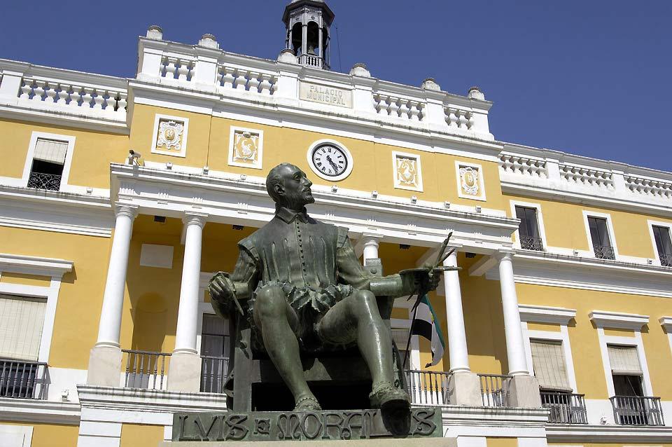 Antica capitale del regno Aftasí e piazzaforte di confine, costituisce la città più grande di Estremadura.