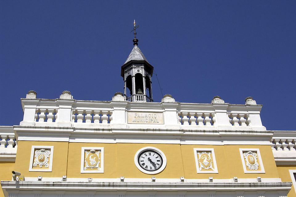 Il territorio di Badajoz si caratterizza per i vasti pascoli con querce verdi e rilievi montuosi.