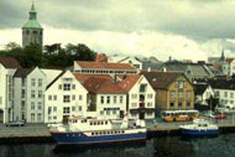 Bunte Speicherhäuser prägen das Stadtbild am Hafen