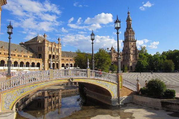 Uno dei principali emblemi di Siviglia è la sua cattedrale, edificio gotico del XV secolo.