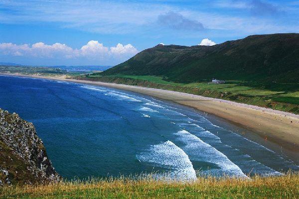 Swansea est une ville implantée sur la côte galloise. Située sur la côte ouest sableuse du Pays de Galles, la région compte également la péninsule de Gower et les Lliw uplands.