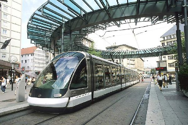 Il tram di Strasburgo ha contribuito molto alla rinascita di questo mezzo di trasporto pubblico negli anni '90. Le linee coprono in totale 55,8 chilometri.