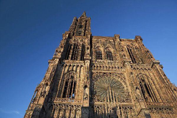 Si tratta di una cattedrale cattolico-romana con una forte influenza gotica. Potrete ammirare l'orologio astronomico che risale al Rinascimento.