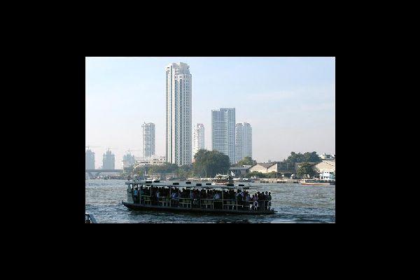 Il Chao Phraya che attraversa Bangkok è il fiume più importante della Thailandia, dopo il Salween e il Mekong.