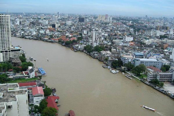 Bangkok, la capital del país, tiene aproximadamente un 10% de la población tailandesa.
