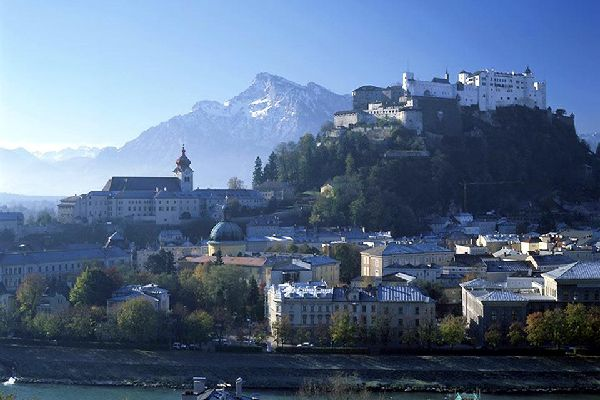 Die Stadt ist für ihre zahlreichen Kirchen und die Festung bekannt.