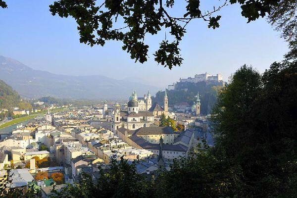 Die Altstadt gehört insbesondere aufgrund der traditionellen Häuser zum UNESCO-Weltkulturerbe.