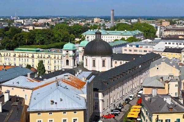 Salzburg ist eine Künstlerstadt, in der man u.a. das Museum für moderne Kunst, das Naturmuseum oder auch das Mozartmuseum besichtigen kann.
