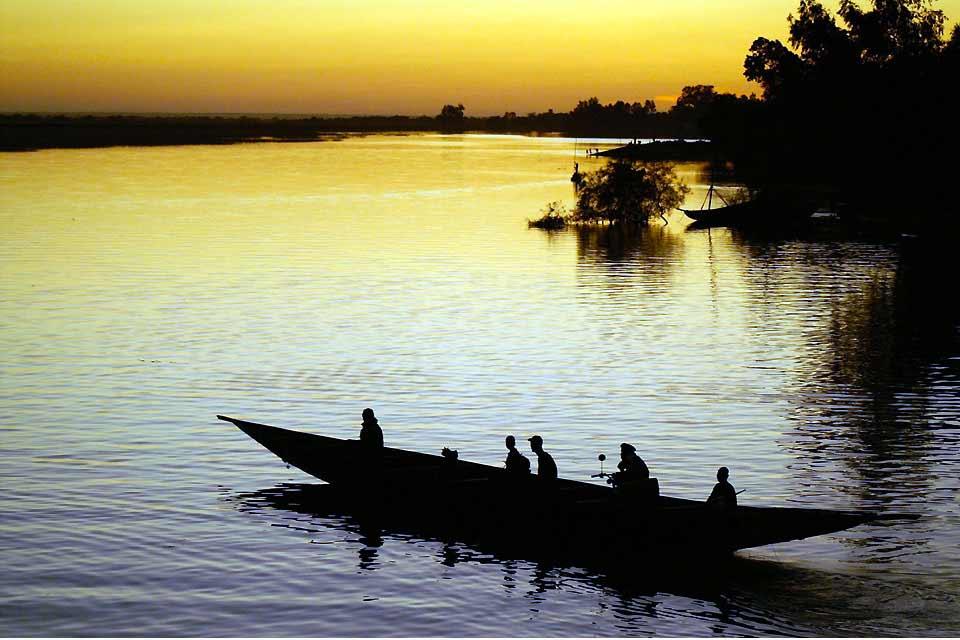 Segou è una città calma, ventilata, riposante. Il suo interesse risiede nella bellezza delle case in ocra rossa, dei giardini e nella presenza di begli edifici dell'epoca coloniale....