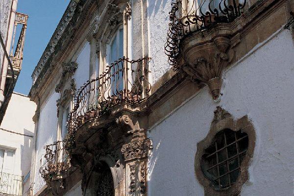 In den ältesten Straßen stößt man auf verschiedene geschichtsträchtige Kulturschätze.