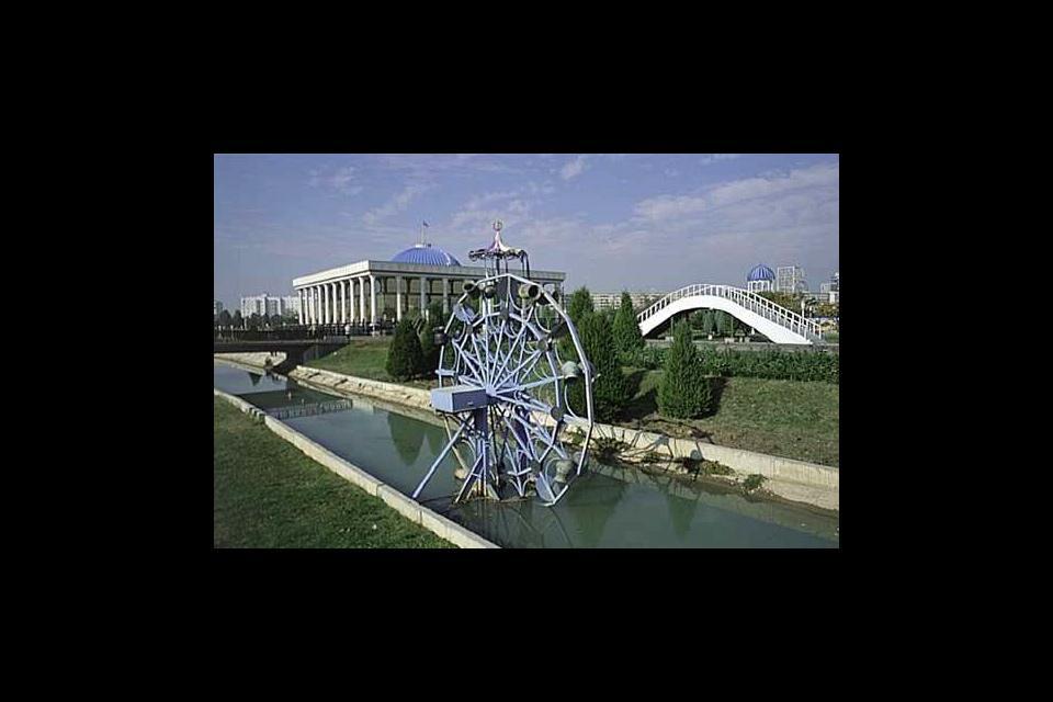 Le Majlis, le parlement ouzbèke. Tachkent est encore une très belle ville en dépit de l'influence soviétique et d'un tremblement de terre ravageur en 1966.