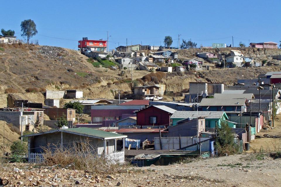 La città è situata sulla frontiera con gli Stati Uniti, che la separa dalla città statunitense di San Diego.