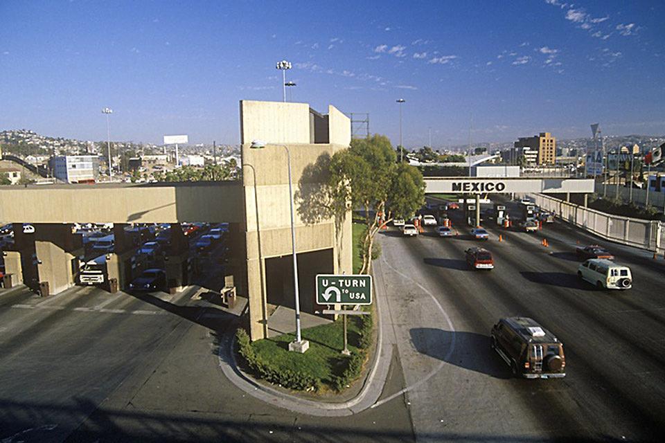 """La torre di Tijuana si trova al centro della Ave. Revolucion, è stata costruita in stile """"moresco""""."""