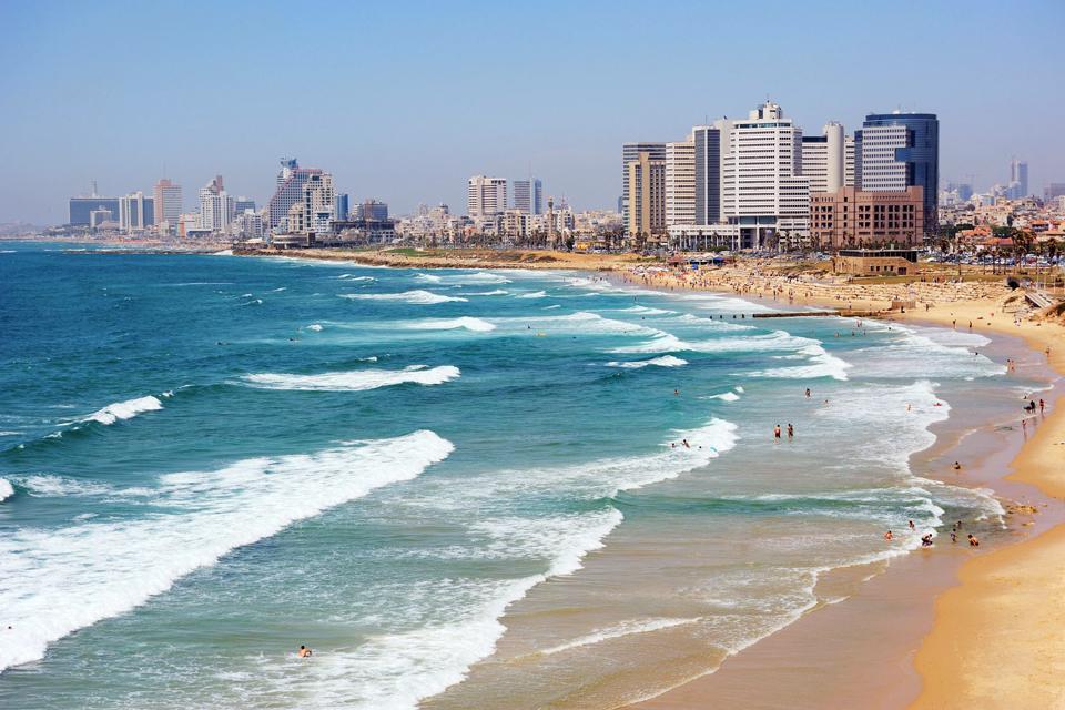 Tel Aviv ist ein recht unbekanntes Reiseziel. Diese Stadt schläft nie ? die Restaurants, Bars, Cafés sind immer geöffnet. Die Jugend von Tel Aviv ist dynamisch und lebensfreudig.Shoppaholics können hier alle großen Marken und Geschäfte finden, von denen sie schon immer geträumt haben.Zu Tel Aviv gehört auch ein langer Sandstrand. Vor allem ist Tel Aviv aber eine Kultur-Stadt mit vielen Museen und Ausstellungen.In ...
