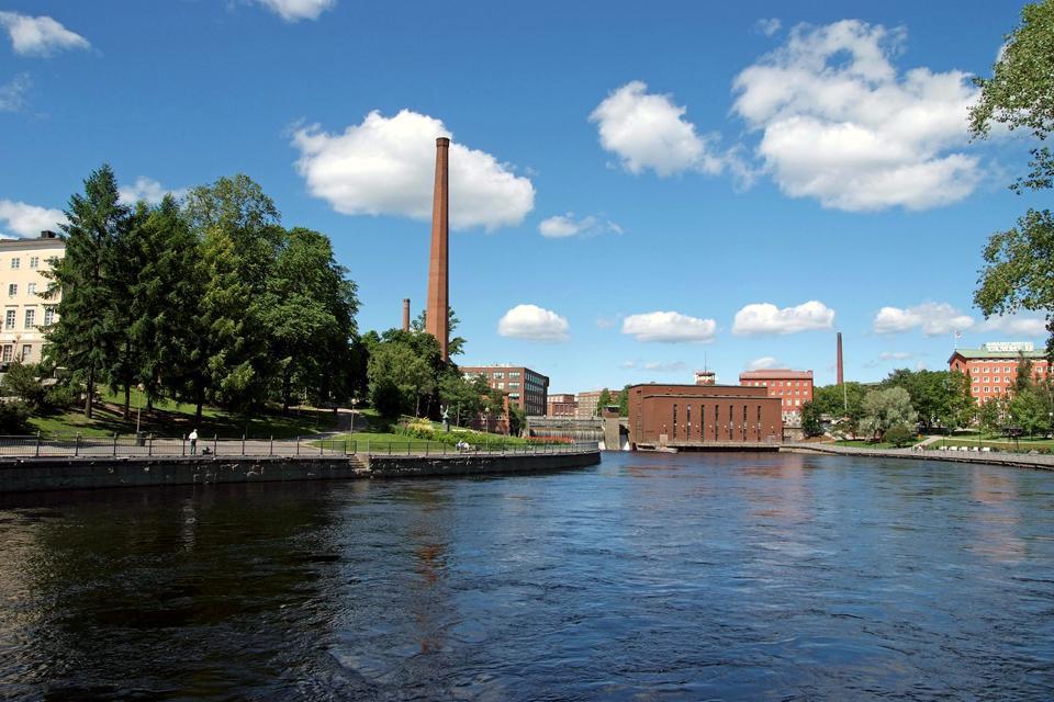 La parte centrale delle rapide di Tammerkoski con vista sulla stazione costruita nel 1930.