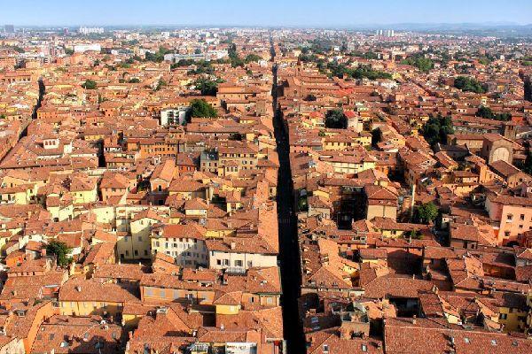 The Palazzo d'Accursio (or 'Comunale' ), home to Bologna's city hall, looks onto the Piazza Maggiore.