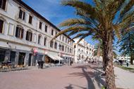 Vivre au coeur de Tanger, c'est arpenter ses ruelles et ses places. Tanger est une ville agéable où l'air marin apporte un peu de fraîcheur.