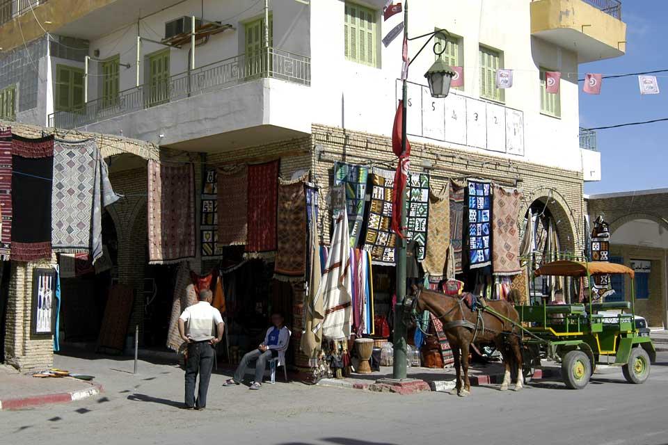 Gli edifici della medina sono costruiti con mattoni d'argilla tipici della regione di Jerid.