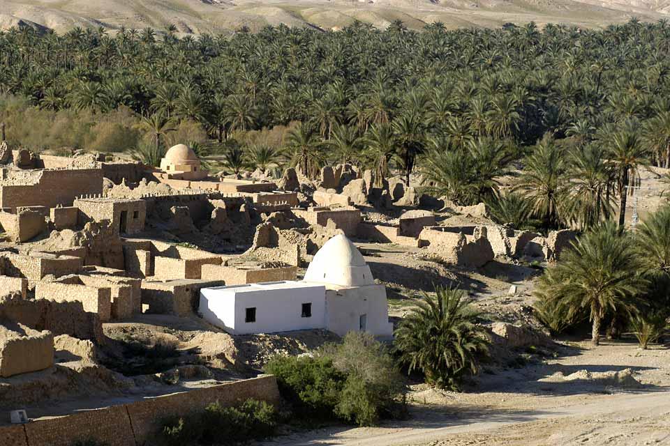 Tozeur propone un altro stile di vacanza ritmato dalle spedizioni nel deserto o nel palmeto.