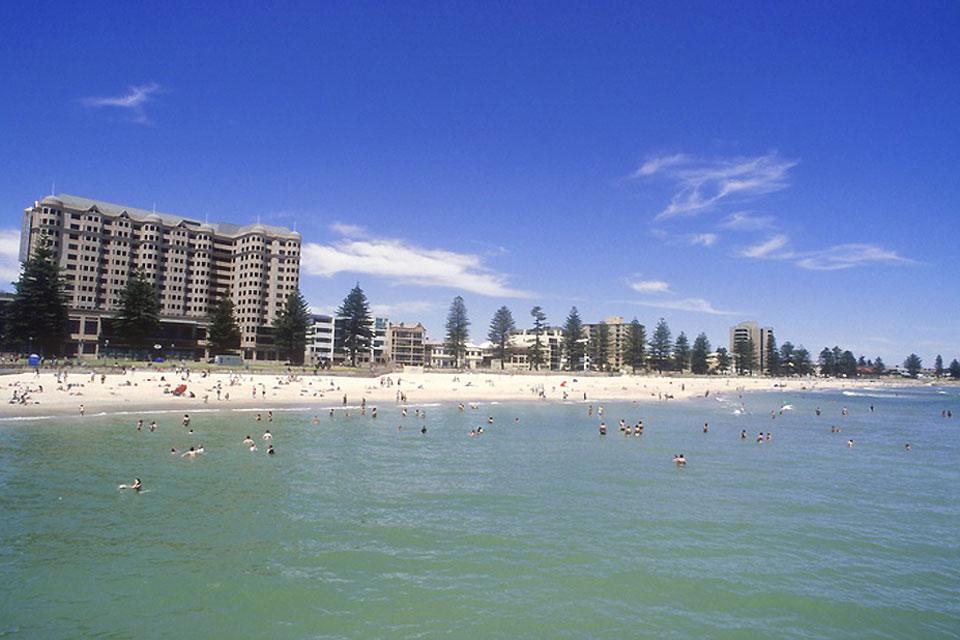 Henley è una zona di periferia sita in prossimità della popolare spiaggia di Adelaide.