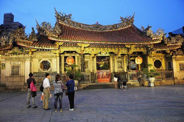 Le temple le plus populaire de Taipei. On lui prête des pouvoirs surnaturels pour avoir échappé à l'incendie de 1945.