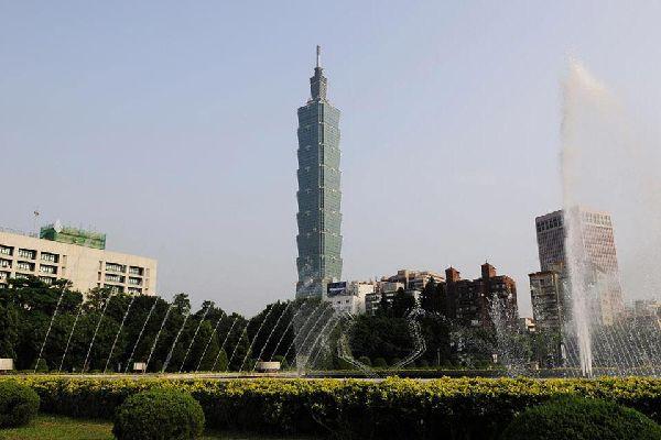 Deuxième plus haut gratte-ciel du monde avec ses 508 mètres, c'est un véritable prodige technique, bâtie comme une tige de bambou constituée de 8 sections, chiffre porte-bonheur.