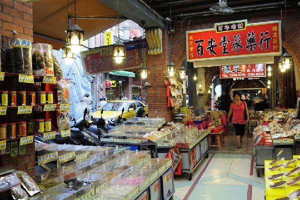 On les trouve à Dihua street, la plus vieille rue de Taipei. Les herboristes vendent de nombreuses plantes, herbes algues et champignon aux nombreuses vertus.
