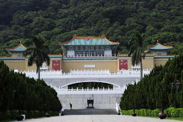 Ce musée très moderne, l'un des plus beaux du monde, abrite pas moins de 653 597 oeuvres d'art (soit deux fois la collection du Louvre) couvrant 5 000 ans d'histoire chinoise.