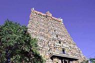 Ce temple  hindou dédié à Vishnu date du XVIème siècle. Des offrandes estimées à 14 milliards d'euros y ont été retrouvées.
