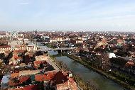 Famosa per il suo dinamismo commerciale, Timisoara fu la prima città europea a essere illuminata dall'elettricità nel 1884 e una delle prime città a essere dotate di un tramway.