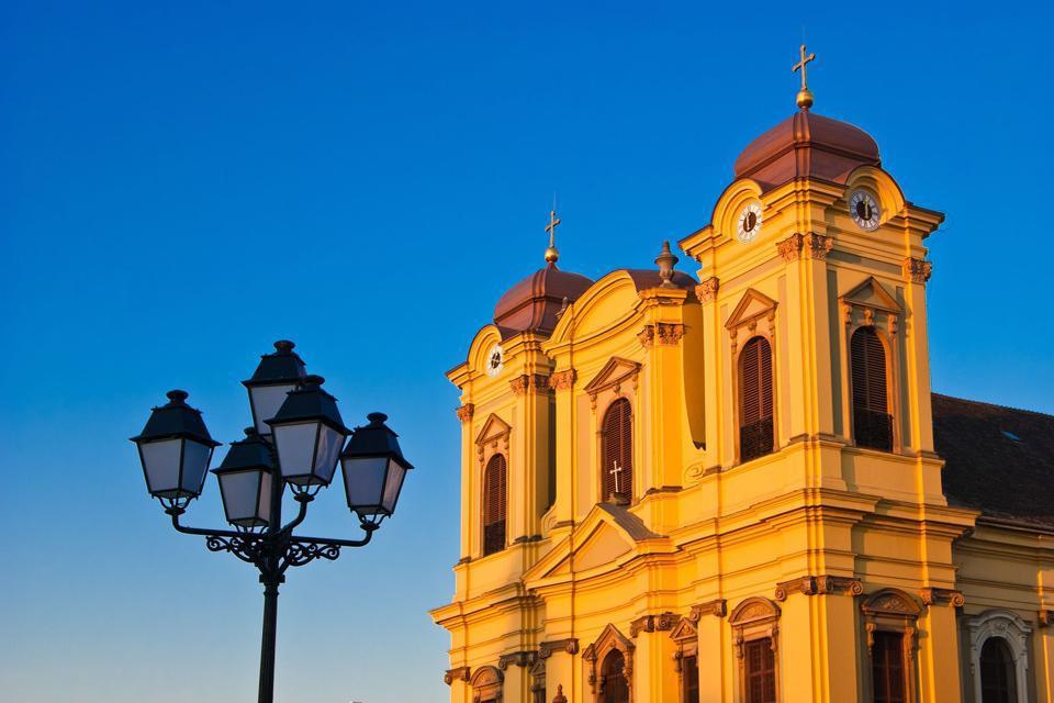 Située dans le centre-ville sur la place d'Unirii, cette église épiscopale catholique de style baroque fut construite ente 1736 et 1773 par l'architecte viennois Emanuel Fisher.