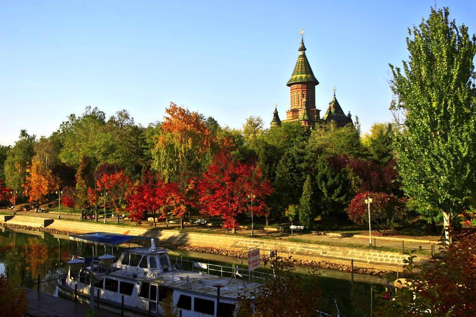 Canalisée depuis 1728, la rivière Bega traverse toute la ville de Timisoara. En été, elle est souvent utilisée pour des excursions et promenades fluviales.