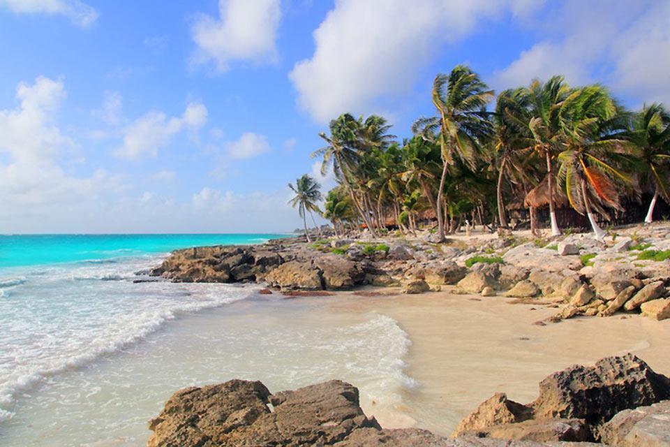 Il fascino di questa cittadina è anche dato dalla sabbia bianca e finissima tipica delle isole caraibiche.