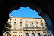 El actual edificio se construyó, en el siglo XVI, sobre un lugar conocido como «castrum romano» y, en la actualidad, es sede de los Museos Cívicos.