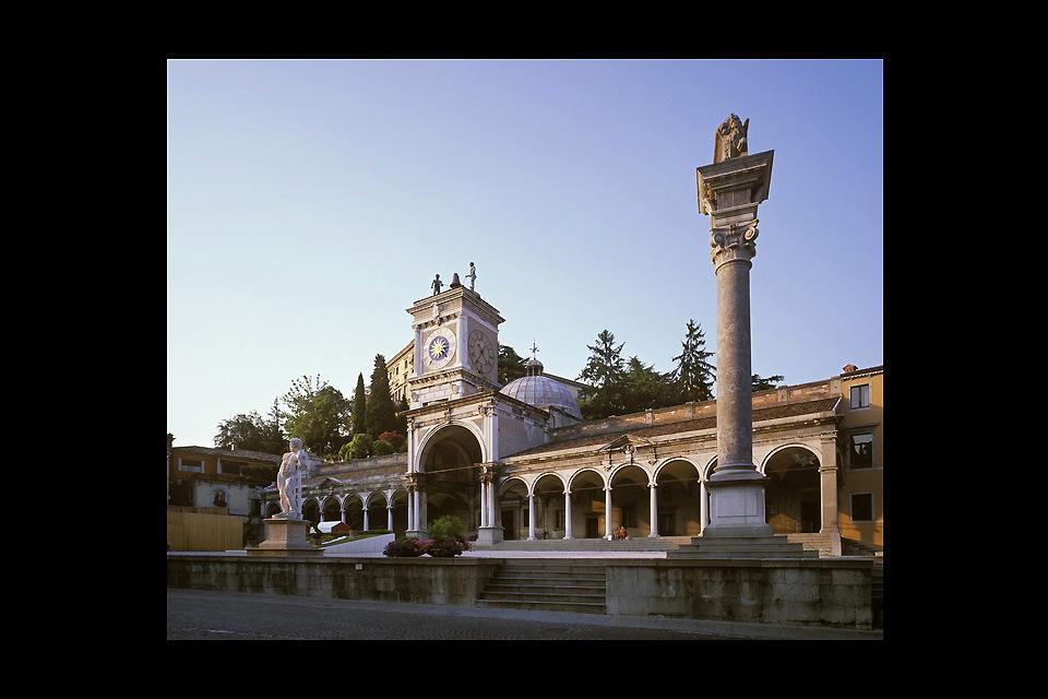 Pendant la République de Venise, le centre historique s'est rempli d'édifices de style vénitien.