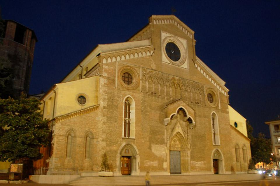 """Même si son nom exact serait """"Cattedrale di Santa Maria Annunziata"""", l'église est communément désignée par les habitants d'Udine comme """"le Dôme""""."""