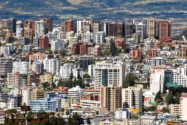 Quito, la capitale de l'Equateur, est la deuxième capitale la plus haute du monde étant située à 2850m d'altitude.