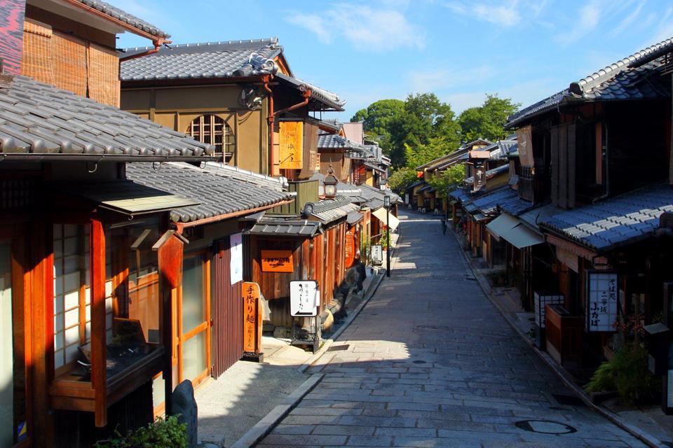 Avant qu'elle ne se déplace à Tokyo, Kyoto a été pendant plus de 1000 ans la capitale du Japon.