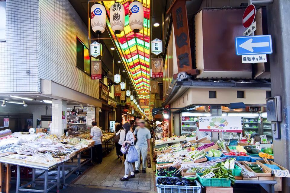 C'est le plus grand marché de la ville. Situé dans la rue du même nom, il offre un large aperçu de la gastronomie japonaise.
