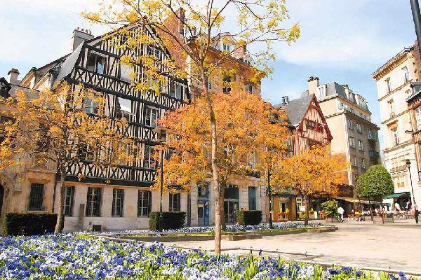 On  trouve à Rouen 16 kilomètres de rues piétonnes et 8 kilomètres de voies cyclables pour pouvoir apprécier pleinement les charmes de la ville