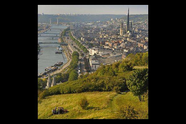 Rouen est classée ville d'art et d'histoire, vous pourrez notamment y découvrir la cathédrale Notre-Dame, l'abbatiale Saint-Ouen ou encore le Gros-Horloge