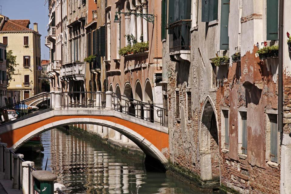 There are a total of 354 bridges enabling pedestrians to cross the canals and shaping the appearance of the magical city
