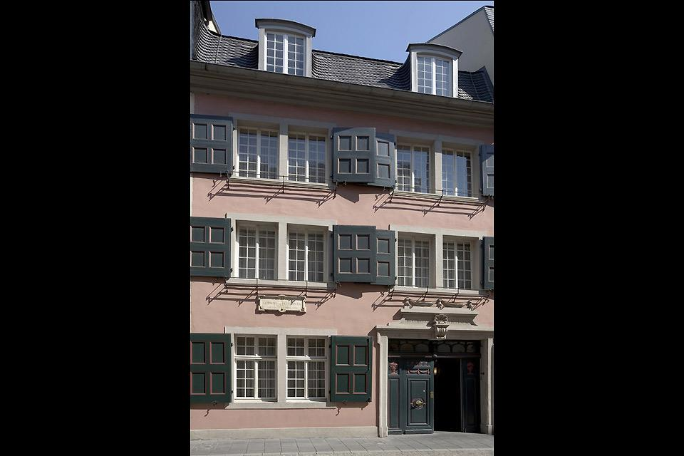 Beautiful old buildings can still be seen in Bonn's city centre.