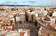 Valencia, the resplendent capital of the Valencian Community, seduces all types of travellers and its level of diversity is one of the reasons for this. You can go to the beach, walk around in the old town, ride a bicycle around the Turia Gardens, discover the museums and visit the City of Arts and Sciences. All of this can be done in a single day. Also, don't miss visiting the famous Albufera Nature ...