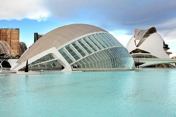 Moins connue que Barcelone, Madrid ou Séville, Valence ne manque pas d'atouts pour attirer les touristes.