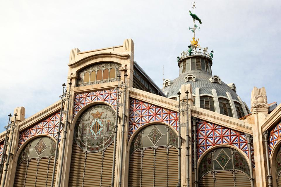 Cet immense édifice Art Nouveau inauguré en 1928 est composé de fer, briques, faïences et mosaïques.