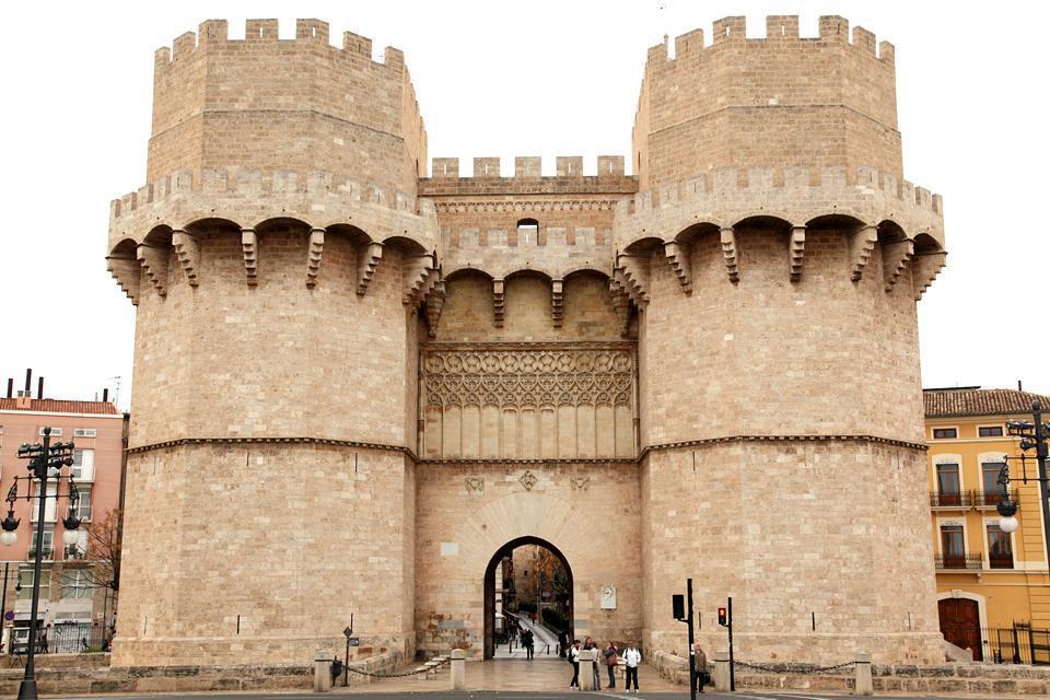 Eine der zwei erhaltenen Eingangspforten (mit der Torres de Serranos) der ursprünglichen Stadtmauer.