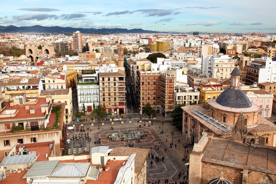 Valencia ist die drittgrößte spanische Stadt nach Madrid und Barcelona. Das mittelalterliche Stadtzentrum ist schön erhalten.